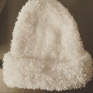Accessories - Its cold outside! White fluffy hat ❄️